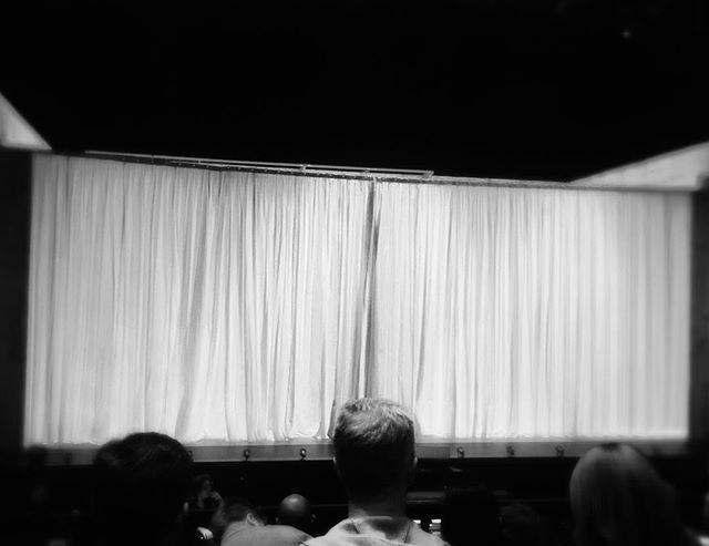 White curtain, Black Rider